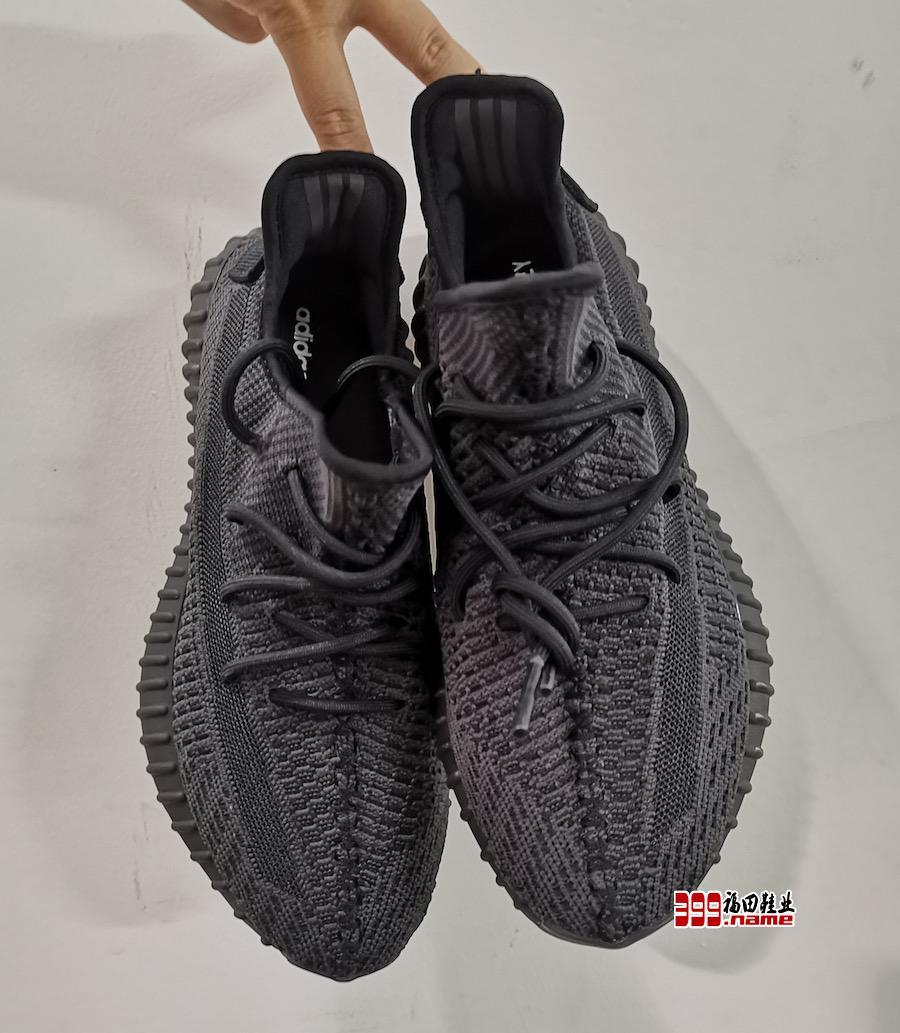 "adidas Yeezy Boost 350 V2 ""Black"" 实物首度曝光"