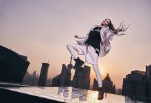 在城市之巅捕捉钟楚曦舞动张力瞬间,定格 JORDAN WOMEN 运动与潮流兼具的风格冲击